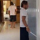 Francesco Totti e Ilary Blasi, topo in casa. Lei testimonia la seconda parte della caccia al roditore: la reazione del capitano stupisce