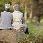 Visite agli anziani nelle Rsa: «Riaprire. I nostri nonni hanno bisogno di affetto»