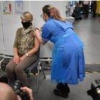 Vaccini, in Alto Adige troppi obiettori tra il personale sanitario: anticipati gli over 80. Burioni: «Il governo decida su obbligarietà»
