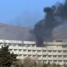 Kabul, strage all'hotel degli stranieri: 43 morti. I talebani rivendicano. Hostess e steward massacrati