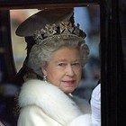 Coronavirus, la Regina Elisabetta scopre a 93 anni le videochiamate: corso intensivo