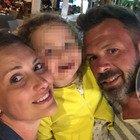 Madre e padre precipitano in un dirupo e muoiono davanti alla figlia di cinque anni