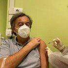 Burioni si è vaccinato: «Sicuro ed efficace, farlo il 7 gennaio è un miracolo della scienza»