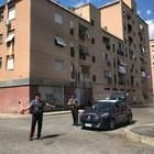 Spacciatori e vedette protetti da portoni blindati e vetri a specchio nel fortino della droga di San Basilio. Un arresto dei carabinieri.