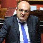 Il vice ministro dell'Economia: «Più aiuti alle imprese che devono chiudere del tutto»