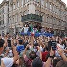 Nazionale Italiana festeggia, il bus scoperto passa tra le strade di Roma ( Foto Paolo Pirrocco/Ag.Toiati)