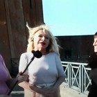 """Sandra Milo, gaffe """"hot"""" a Vita in Diretta: «Si accoppia con chiunque...». Imbarazzo in studio"""