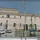 Arrestato dai carabinieri per rapina, colpisce un militare e scappa dalla caserma: caccia a un 31enne romeno