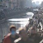 Milano, ingressi contingentati e transenne sui Navigli