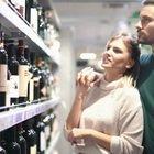 Aggiungere acqua al vino, la dealcolazione non piace all'Italia