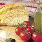 Dieta mediterranea, negli over 65 rischi di mortalità ridotti del 25%: meno tumori e allergie. Ecco cosa mangiare