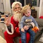 Chiara Ferragni, Leone e la foto (triste) con Babbo Natale. I fan notano un dettaglio: «Fa paura...»