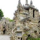 Il palazzo costruito da un postino: è la casa più strana al mondo