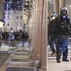 Dpcm, tensioni a Torino, Napoli e Milano: lanci di sassi e molotov, 2 fermi. Proteste anche a Roma. Sale l'allerta del Viminale