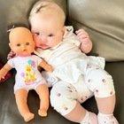 Chiara Ferragni, la tenera foto di Vittoria con la bambola. Ma i fan notano un dettaglio: «Com'è possibile?»