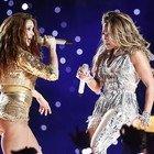 Shakira e J-Lo troppo sexy al Super Bowl, arriva la denuncia per la League da 867 trilioni di dollari