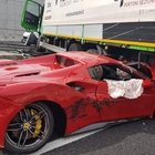 Ferrari 488 si infila sotto il camion, l'incidente in A4