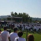 Willy Monteiro, magliette bianche per l'addio: «Una morte barbara e ingiusta». Ai funerali il premier Conte