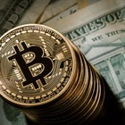 Il Bitcoin vola, nuovo record: supera quota 8mila dollari