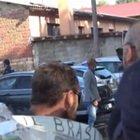 Funerali Willy: tenta di portare un mazzo di fiori, bloccato dalla polizia