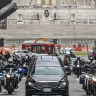 Gigi Proietti, Roma si ferma per omaggiarlo: funerali itineranti e diretta Rai