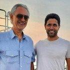 Il mega yacht di Riccardo Silva colpisce ancora: dopo i Ferragnez super ospiti Bocelli, che improvvisa un concerto, e il presidente del Psg