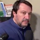 Salvini a Bologna suona al citofono di casa di un tunisino: «È vero che lei spaccia?». Il sindaco Merola: «Si vergogni»