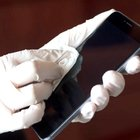 Covid, virus può resistere fino a 28 giorni sulle superfici: dai cellulari alle banconote dove sopravvive di più