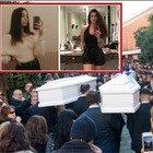 Gaia e Camilla, i funerali a Roma. Il parroco: «È vita guidare ubriaco?». La sorella di Camilla: «Eri la piccola di casa»