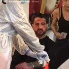 Fabrizio Corona choc, sangue per tutta casa, arriva l'ambulanza