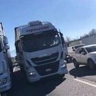 La protesta dei ristoratori della Campania: traffico in tilt sull'Autostrada del Sole