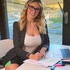 Diletta Leotta al lavoro da casa per il coronavirus: sopra la giacca, sotto i sexy shorts