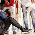 Roma, choc alla fermata del bus, studente picchiato dai bulli