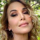 Barbara D'Urso, lo scatto in bikini rosso fuoco scatena i commenti dei followers: «Ricordi»