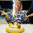 Martina Colombari, super festa di compleanno in spiaggia: «I miei primi 45 anni»