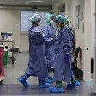 In ospedale 20 positivi su 30 pazienti: si indaga su infermieri no-vax. Burioni: «Inaccettabile»