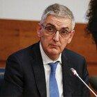 Covid, Brusaferro (Iss): «I giovani devono proteggere gli anziani, il tracciamento non è più sostenibile»