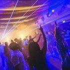 Gran Bretagna celebra la fine del lockdown: via la mascherina al chiuso e si torna a ballare in discoteca