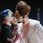Achille Lauro al Festival di Sanremo 2020 è Elisabetta I. E scatta il bacio