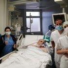 Mario, 75 anni, ha sconfitto il Covid dopo 81 giorni in terapia intensiva: «Highlander in corsia»