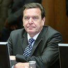 Coronavirus, l'ex cancelliere tedesco Schroeder: «Sì agli Eurobond, è l'ora del debito comune»