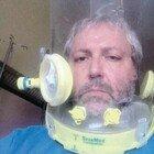 Roma, l'ingegnere ricoverato: «Nel panico quando ho messo il casco, mi salverà l'amore dei medici»
