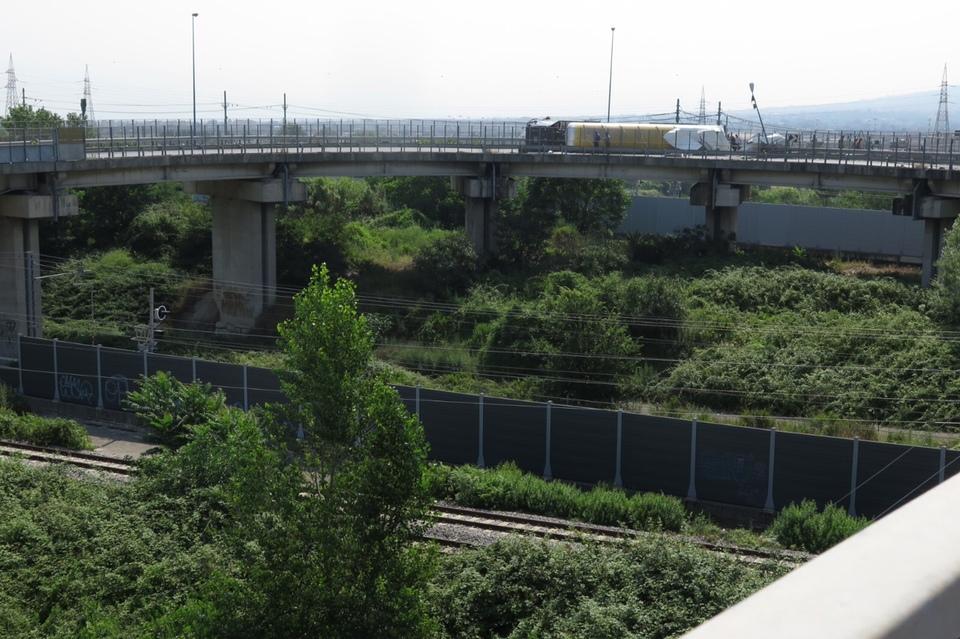 Napoli, cisterna ribaltata: stop treni e disagi in Campania