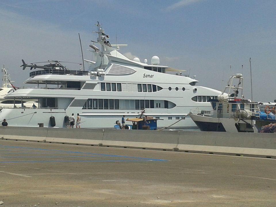 Yacht Con Elicottero Prezzo : Super yacht nel porto di gallipoli metri con