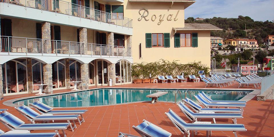 Esplosione in un hotel a Portovenere, due feriti in codice rosso