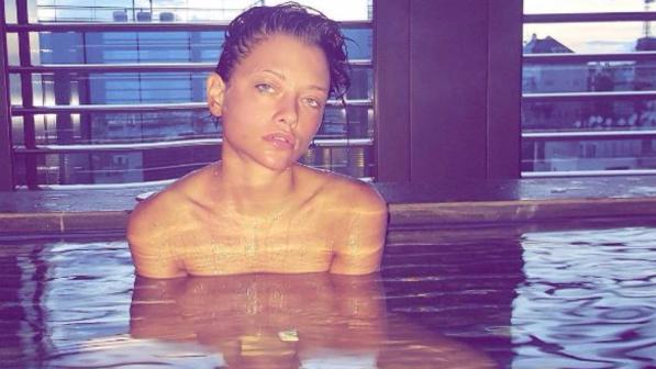Silvia provvedi nuda in vasca relax aspettando corona - Ragazze nude in bagno ...