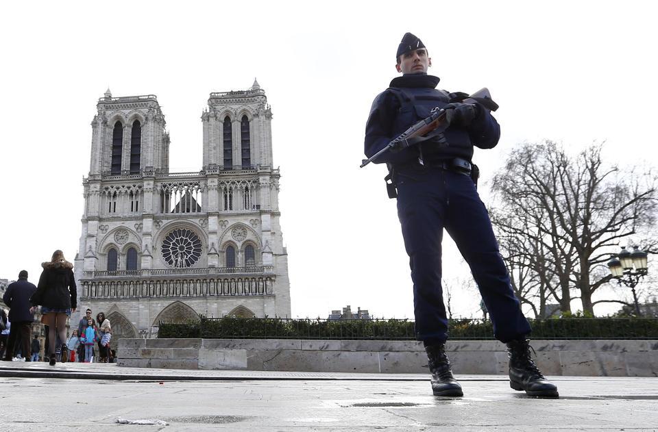 Francia, arrestate tre donne: pianificavano un attentato