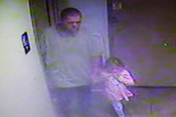 Bimba di 4 anni rapita nel suo letto: la verità nelle immagini delle telecamere di sorveglianza