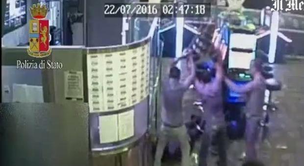 Roma, addetto sicurezza di sala slot pestato: arrestati i 5 aggressori