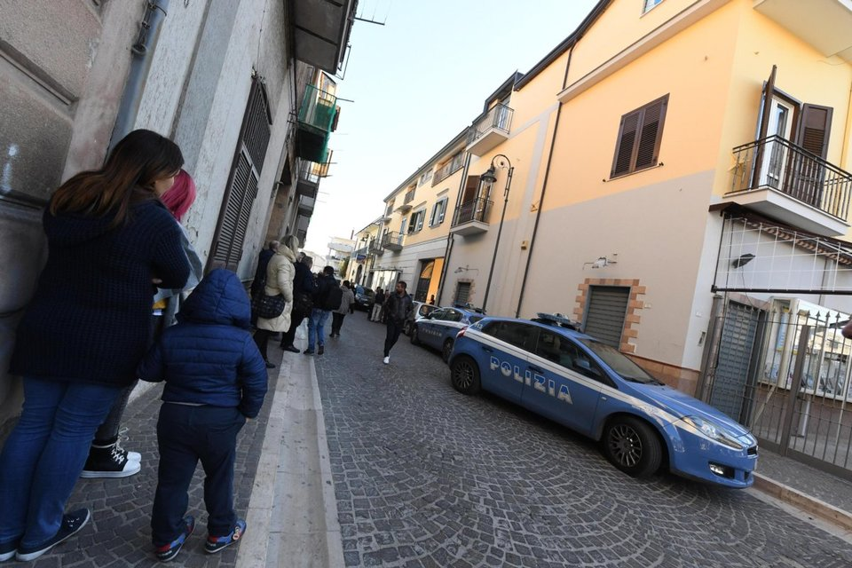 Strage familiare nel Napoletano: 3 morti